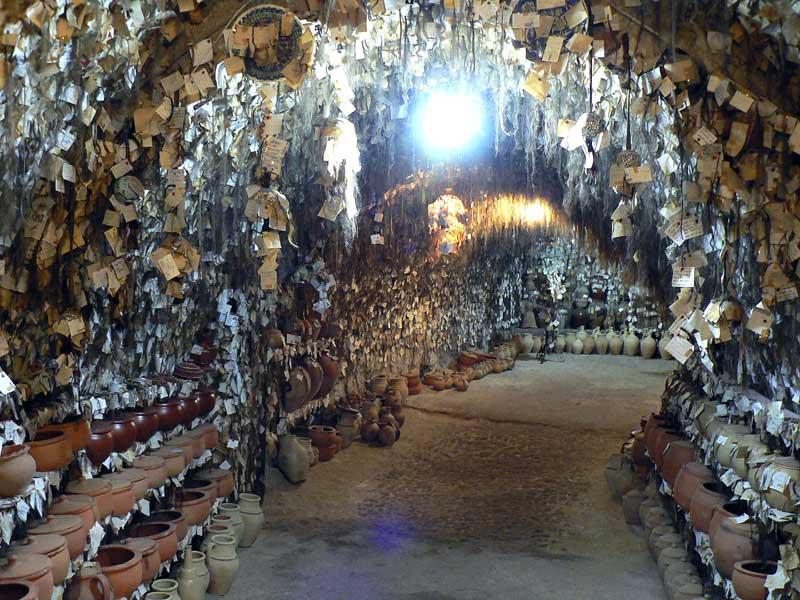 Bảo tàng tóc, giếng hóa đá và các điểm đến kỳ lạ trên thế giới