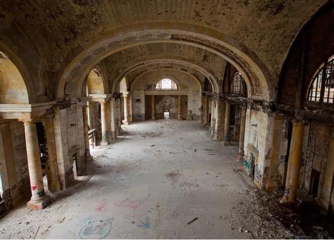 Bí ẩn của những kiến trúc từng đình đám một thời giờ bị bỏ hoang