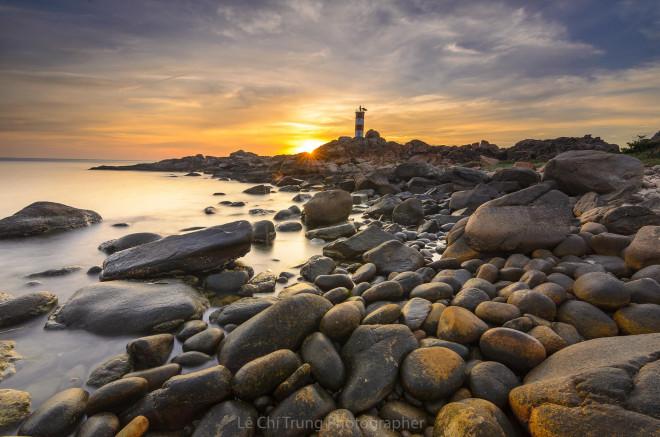 Ghé thăm Hải đăng Gành Đèn hoang sơ kỳ vĩ đất Phú Yên