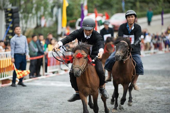 Tổ chức giải đua ngựa tháng 7, Sa Pa hút du khách yêu văn hóa bản địa