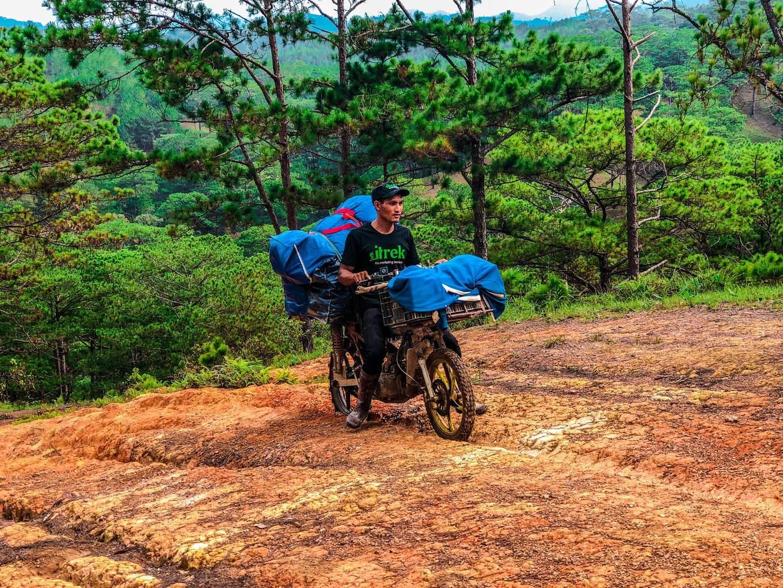Trekking Tà Năng vào mùa cỏ xanh