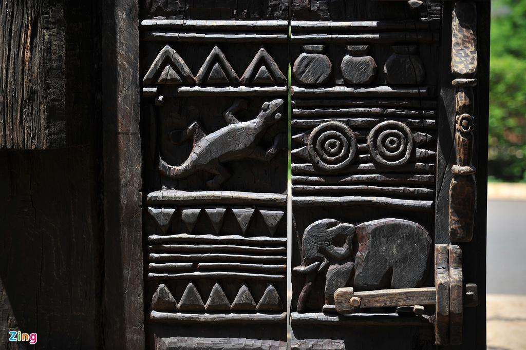 Xóm nhà truyền thống người Ê Đê giữa lòng phố thị